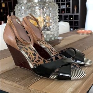 Jessica Simpson Black and Tan leather wedges